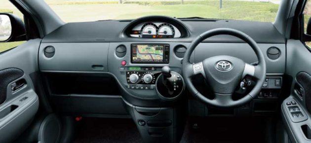 Toyota-Sienta-Dice-Interior