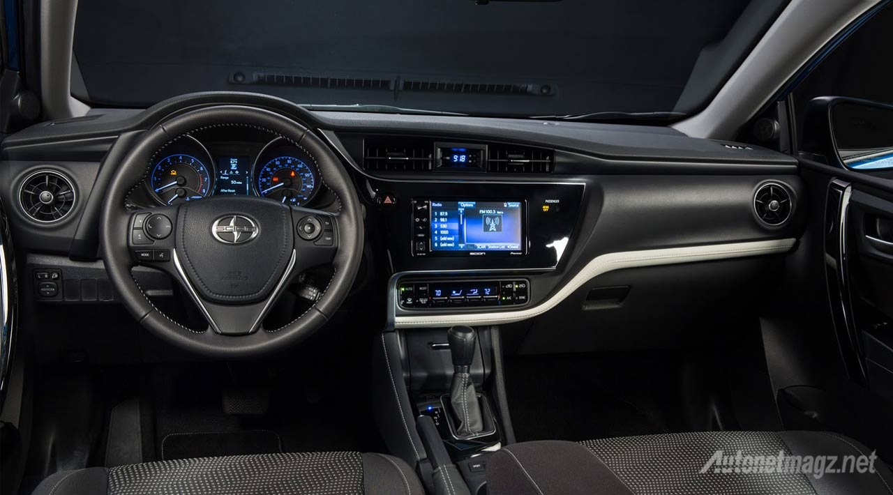 interior-Scion-iM