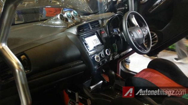 Honda-Jazz-Modifikasi-2015-Interior-Full-Karbon