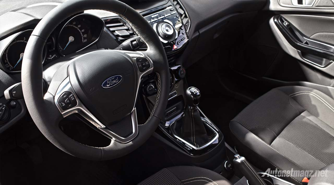 interior-ford-fiesta-facelift