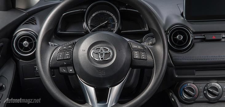 Interior dashboard Mazda2 SkyActiv berlogo Toyota ada pada Yaris sedan versi Kanada