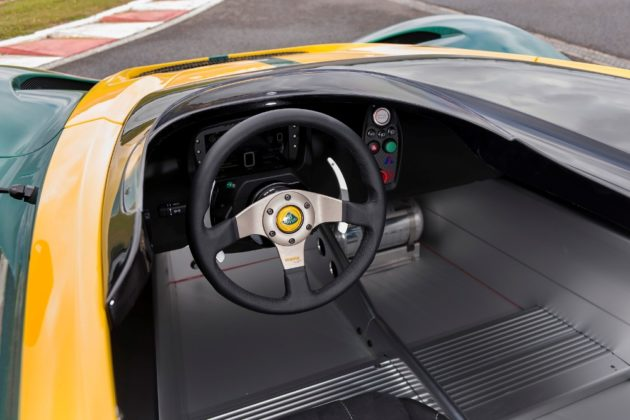 Lotus-3Eleven-steer-and-dashboard