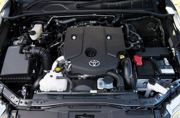 2016-Toyota-Fortuner-Thailand-Engine