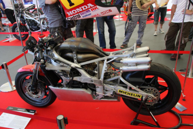 engine-and-frame-honda-nsr-500-gp