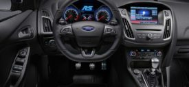 ford-focus-rs-belakang