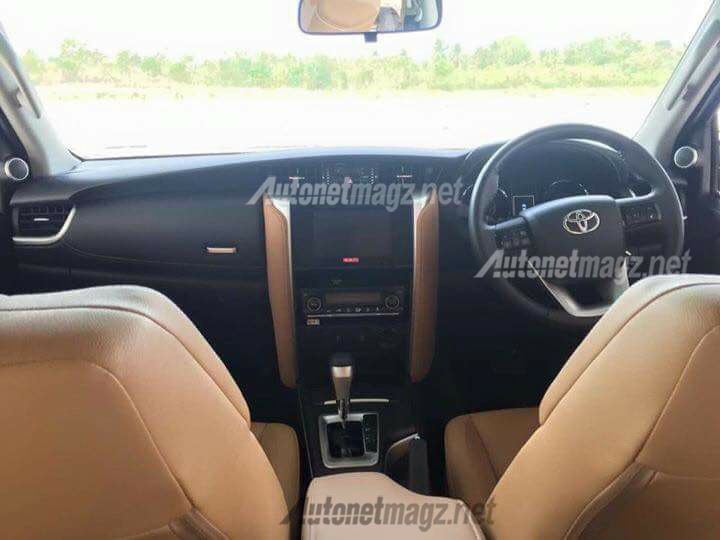 interior-toyota-fortuner-2015-spy-shot