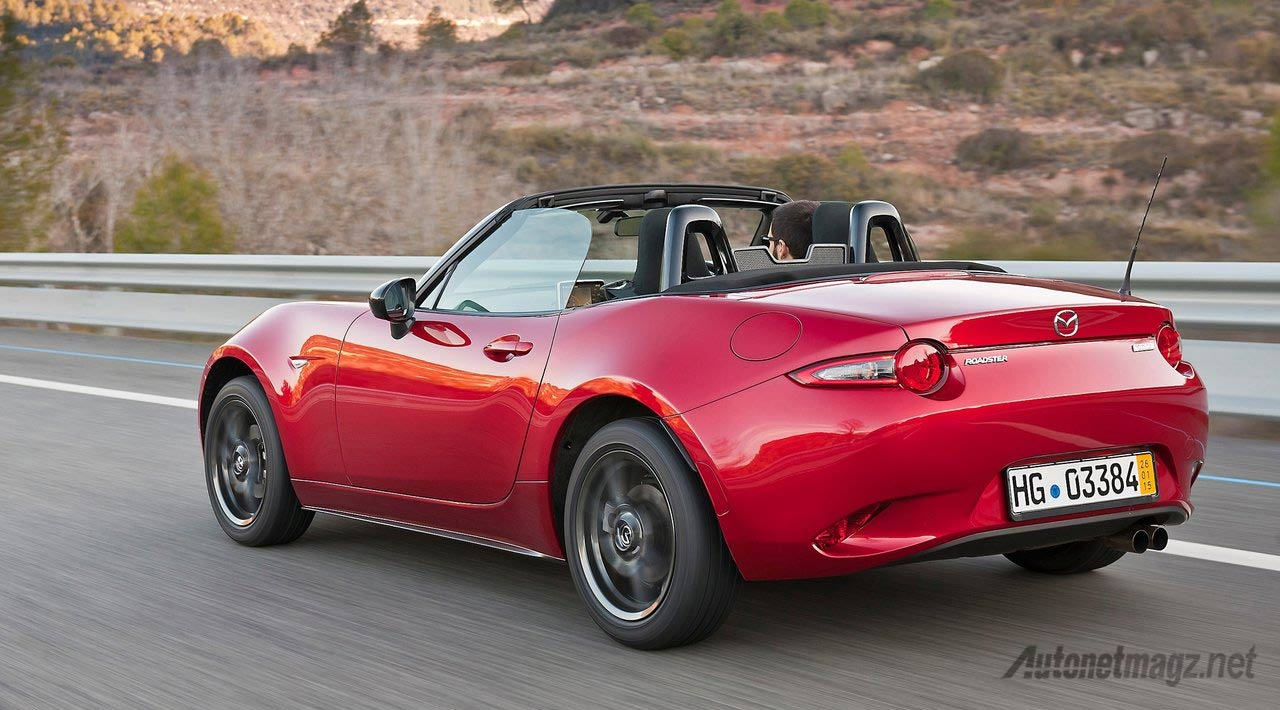 mazda-mx5-rolling-shot-rear