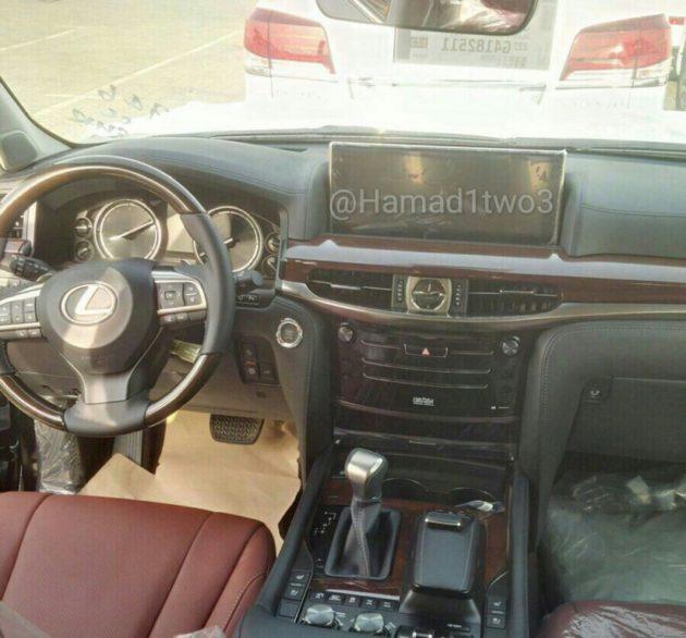 spyshot-Lexus-LX-dashboard