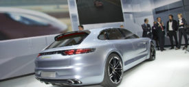 tampilan-Porsche-Panamera-Sport-Turismo-electric-vehicle-samping