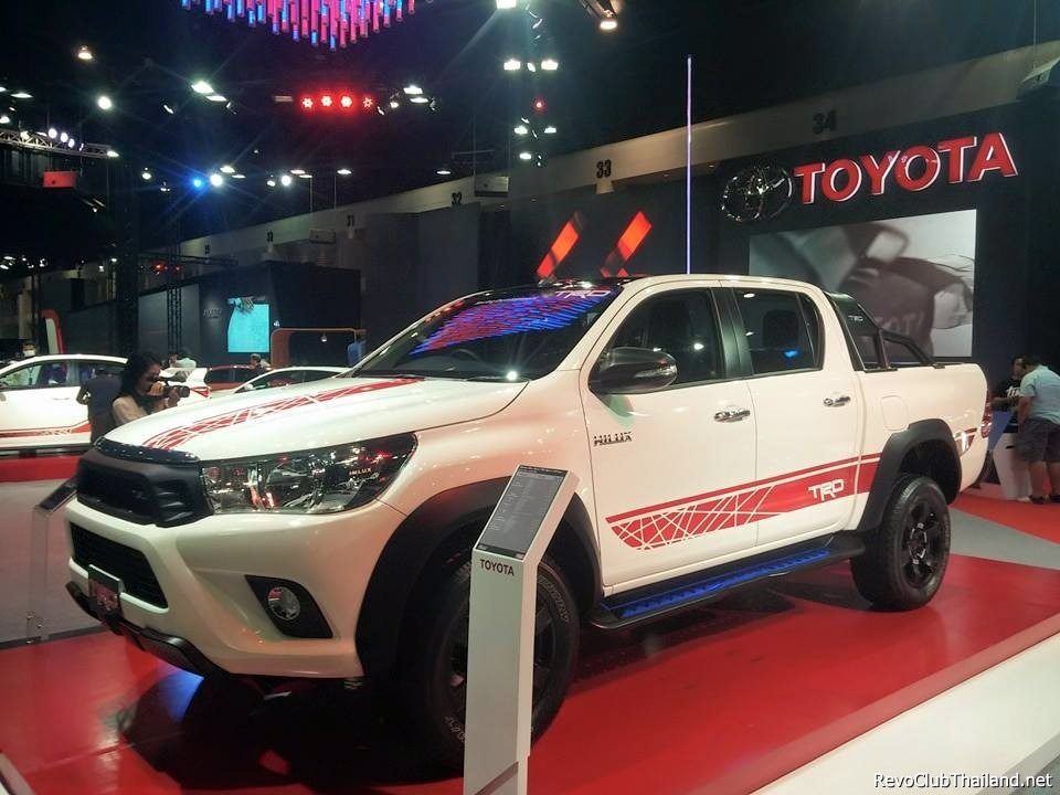 toyota-hilux-trd-front