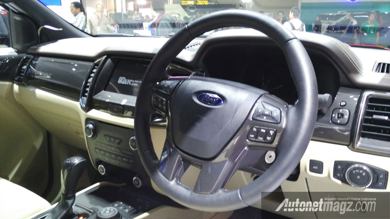 Interior-Ford-Everest-2015