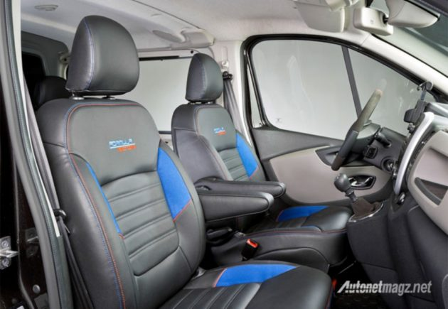 Renault-Trafic-Formula-Edition-2015-interior