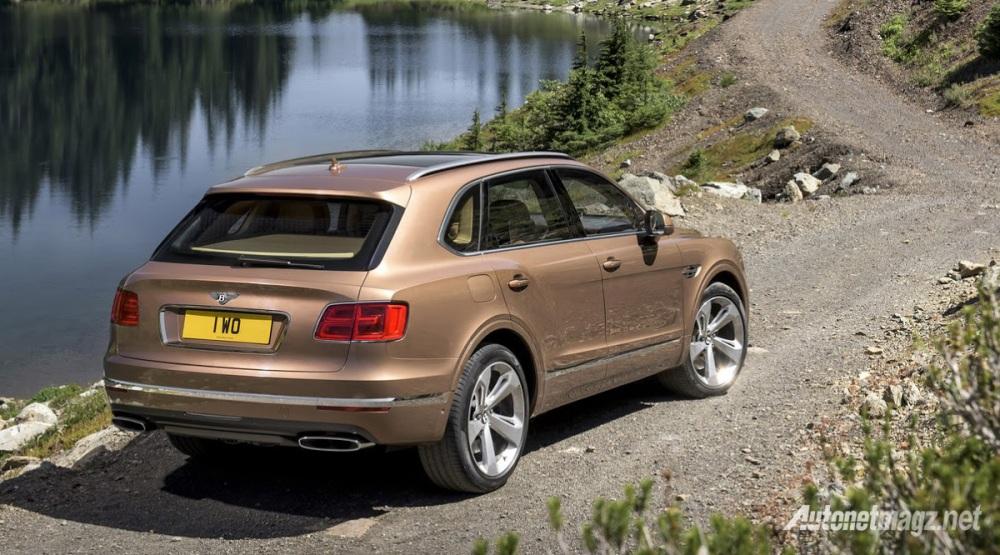 Bentley-Bentayga-belakang
