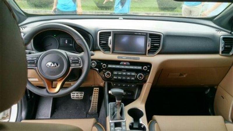 interior-kia-sportage-black-beige