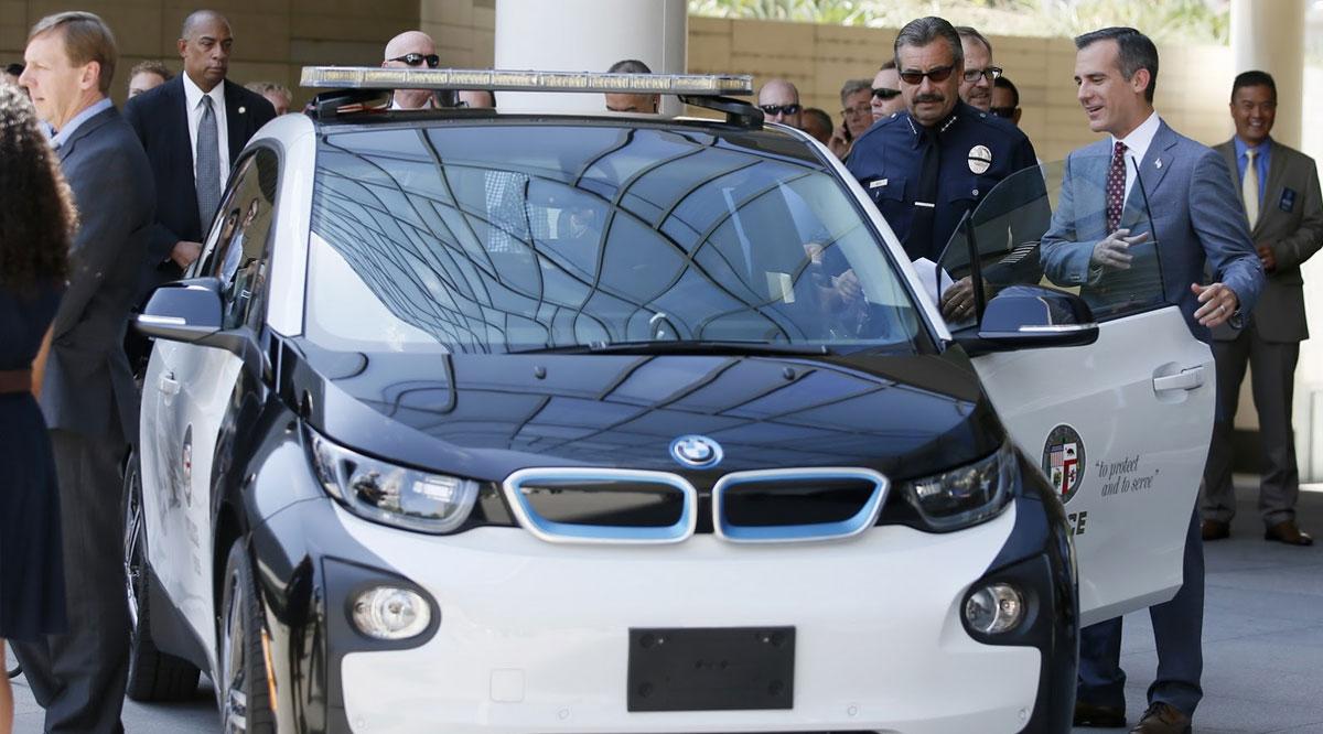 Berita, mobil-polisi-bmw-i3: Wow, Kepolisian Los Angeles Dapatkan BMW i3 dan Tesla Model S Sebagai Pasukan Baru!