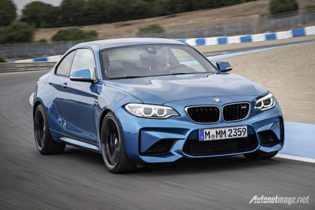 BMW-M2-Coupe-on-track