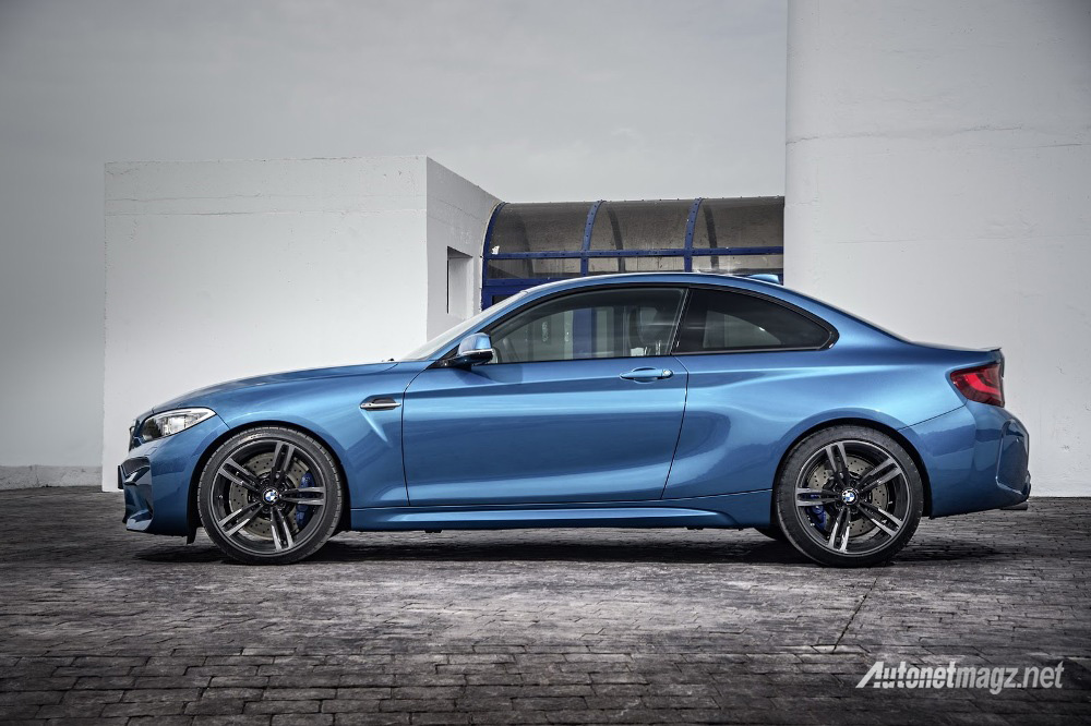 BMW-M2-Coupe-side