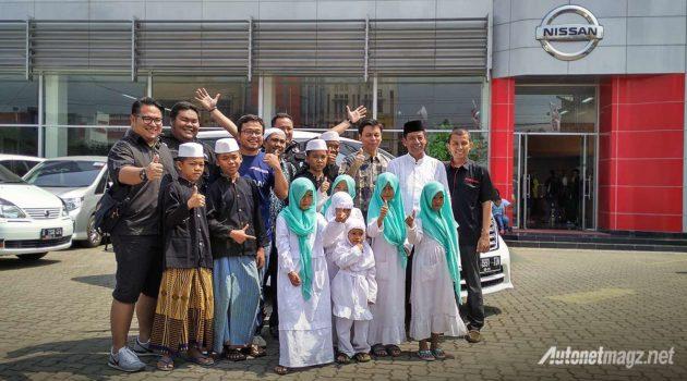 Budi Nur Mukmin General Manager Marketing Strategy Nissan Motor Indonesia berikan donasi buku dan dana pendidikan untuk Panti Asuhan Lampung