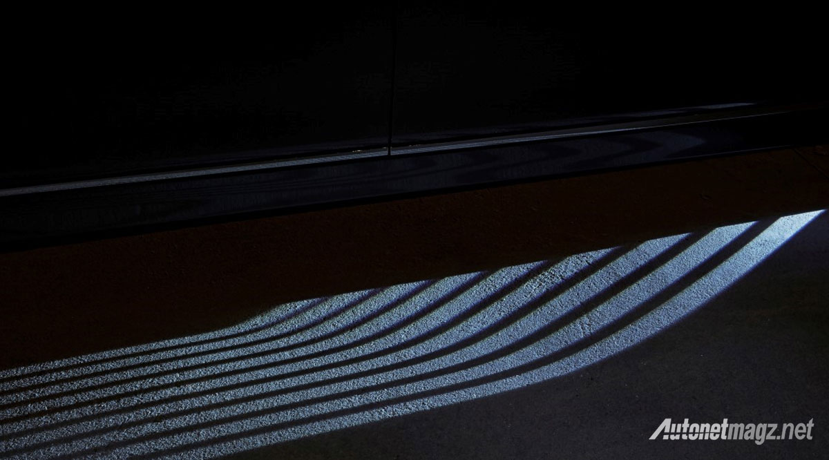 bmw-seri-7-welcome-light-carpet