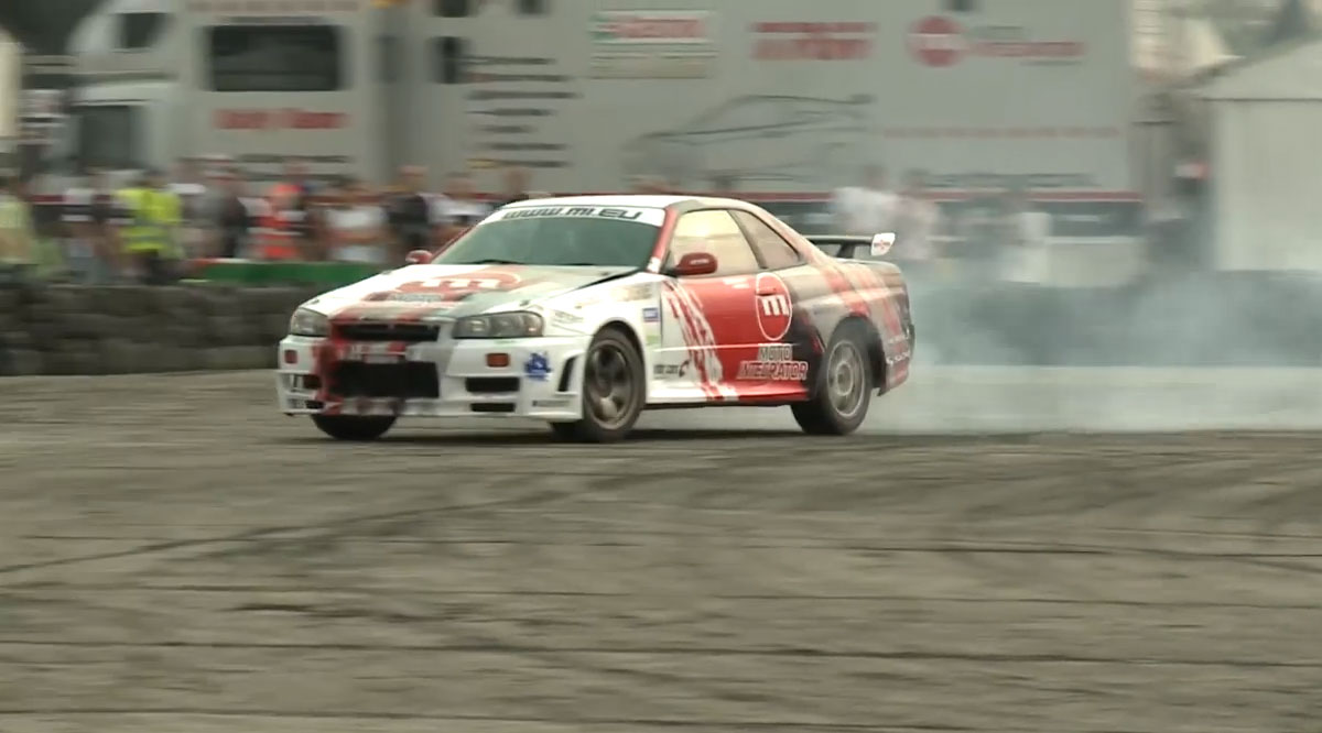 nissan-skyline-r34-drift