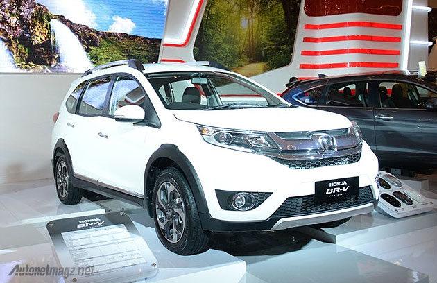Honda BR-V putih di pameran Jakarta Auto Show JAS 2015