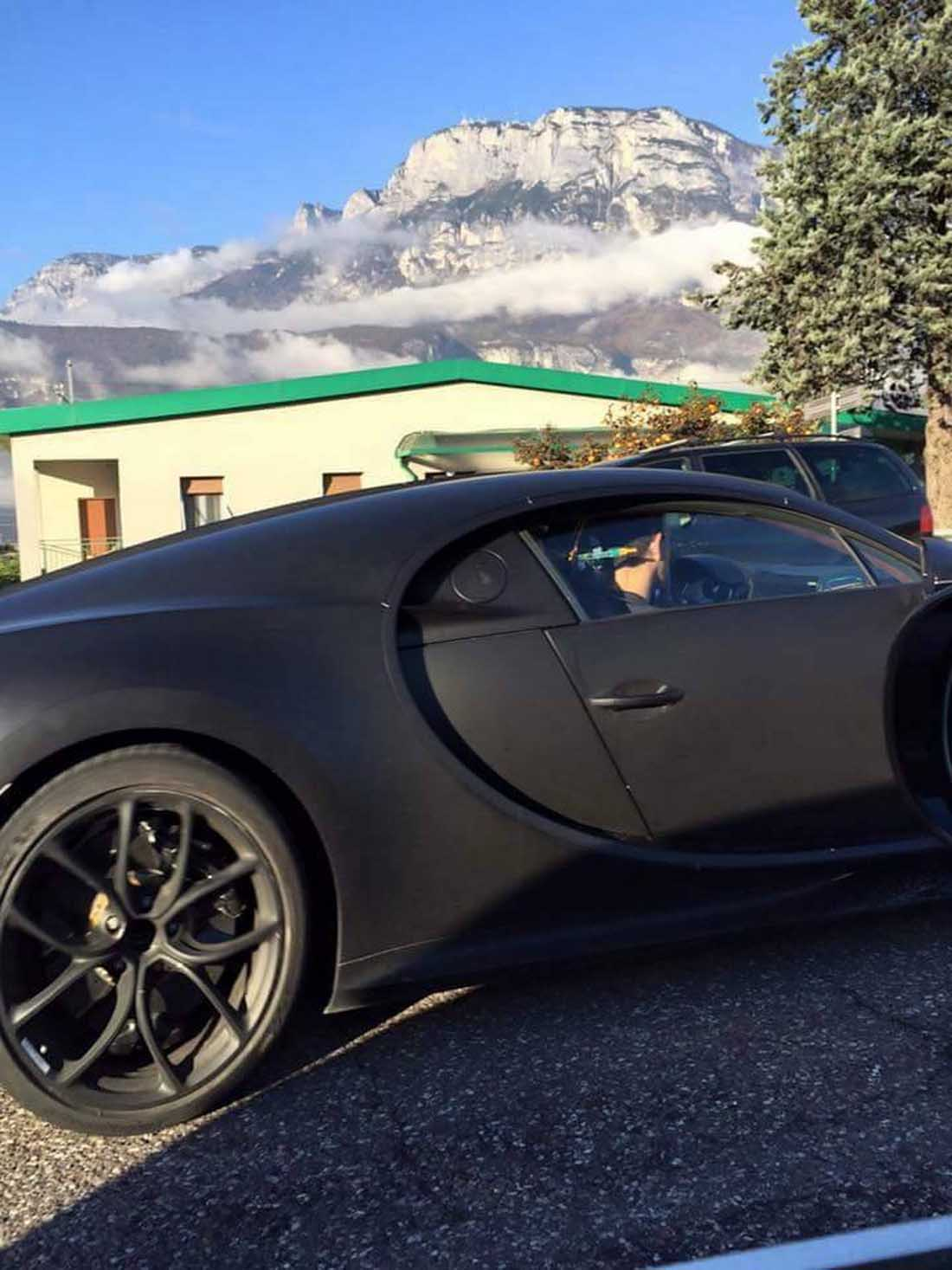 bugatti chiron spy shot side