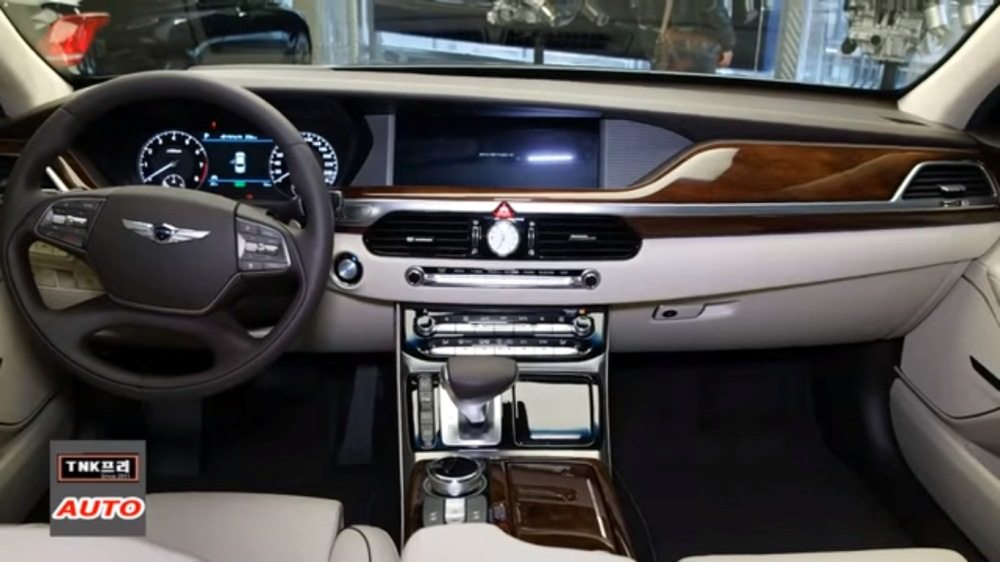genesis-g90-detailing-video-dashboard-infotainment-system