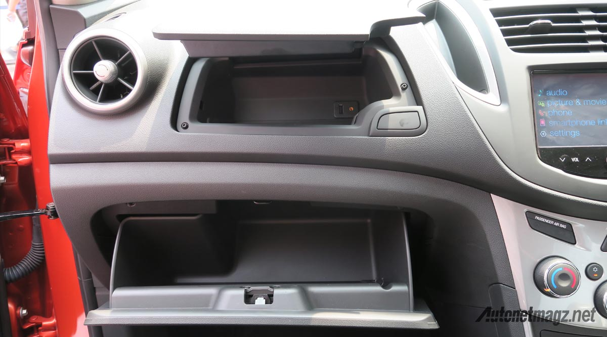 glovebox chevrolet trax