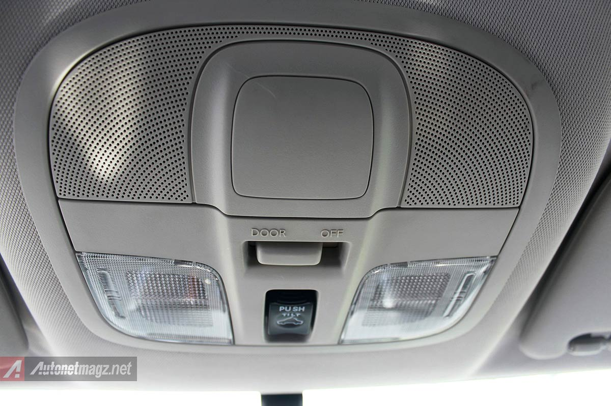 Lampu kabin interior dan tombol sunroof Mitsubishi Pajero Sport baru 2016