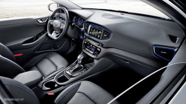 interior Hyundai IONIQ hybrid 2016