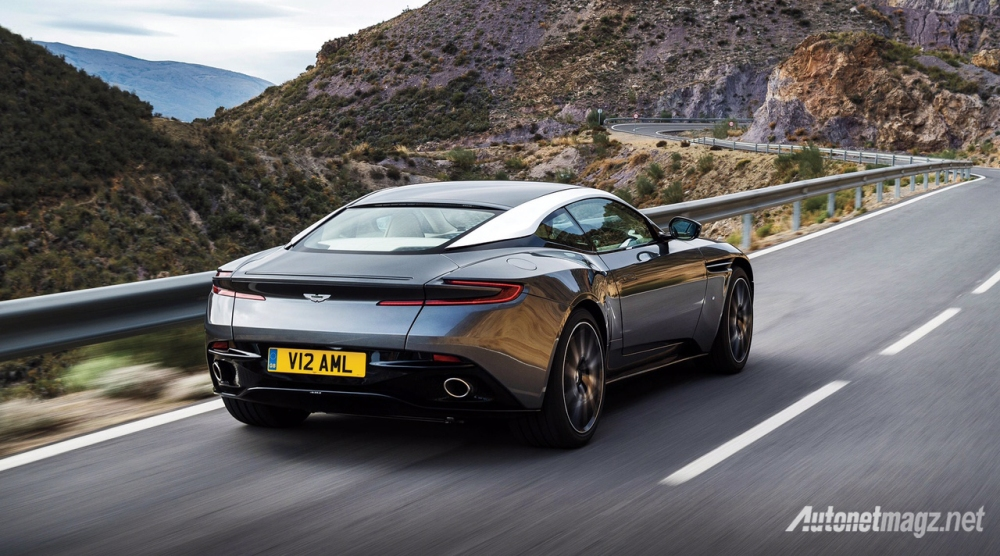 aston-martin-db11-2016-rear