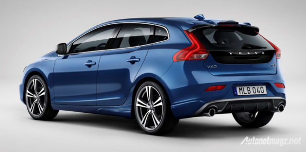 volvo-v40-2016-blue-rear