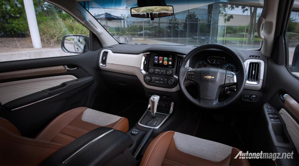 Chevrolet-Trailblazer-Premiere-dashboard