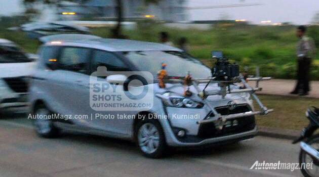 Toyota Sienta Indonesia spyshot 2016