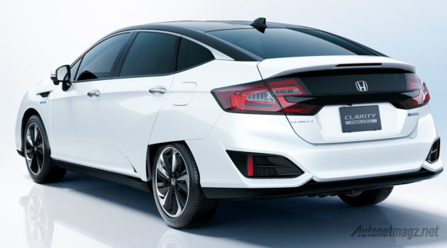 honda-clarity-fcv-japan-2016-rear