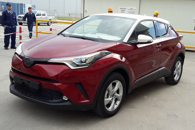 toyota c-hr red white front quarter