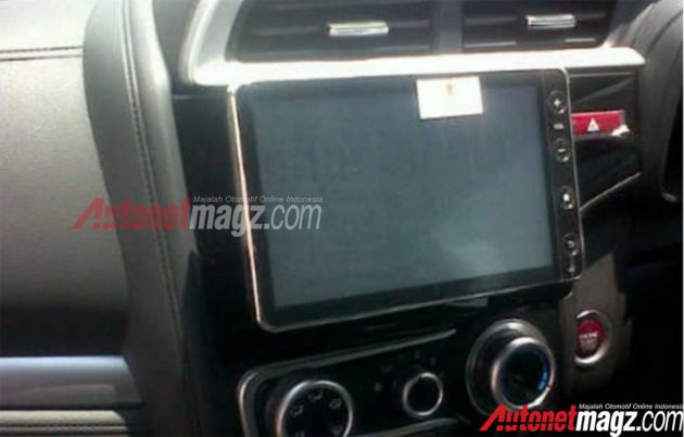 Honda-Jazz-Facelift-Floating-Head-Unit-2016