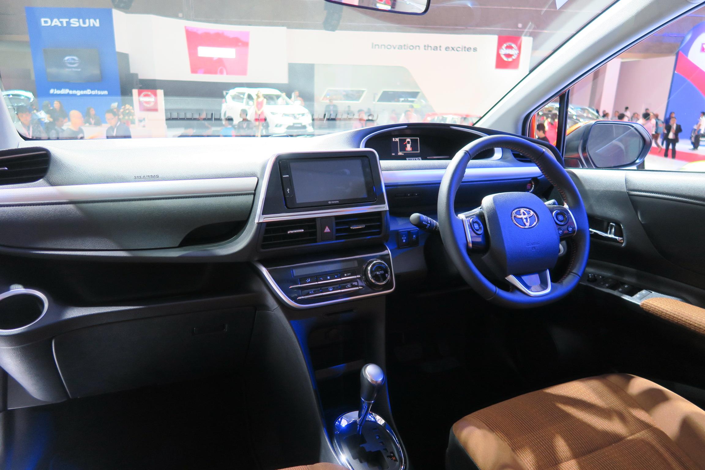 Harga Toyota Sienta Indonesia 230 Hingga 295 Juta Rupiah