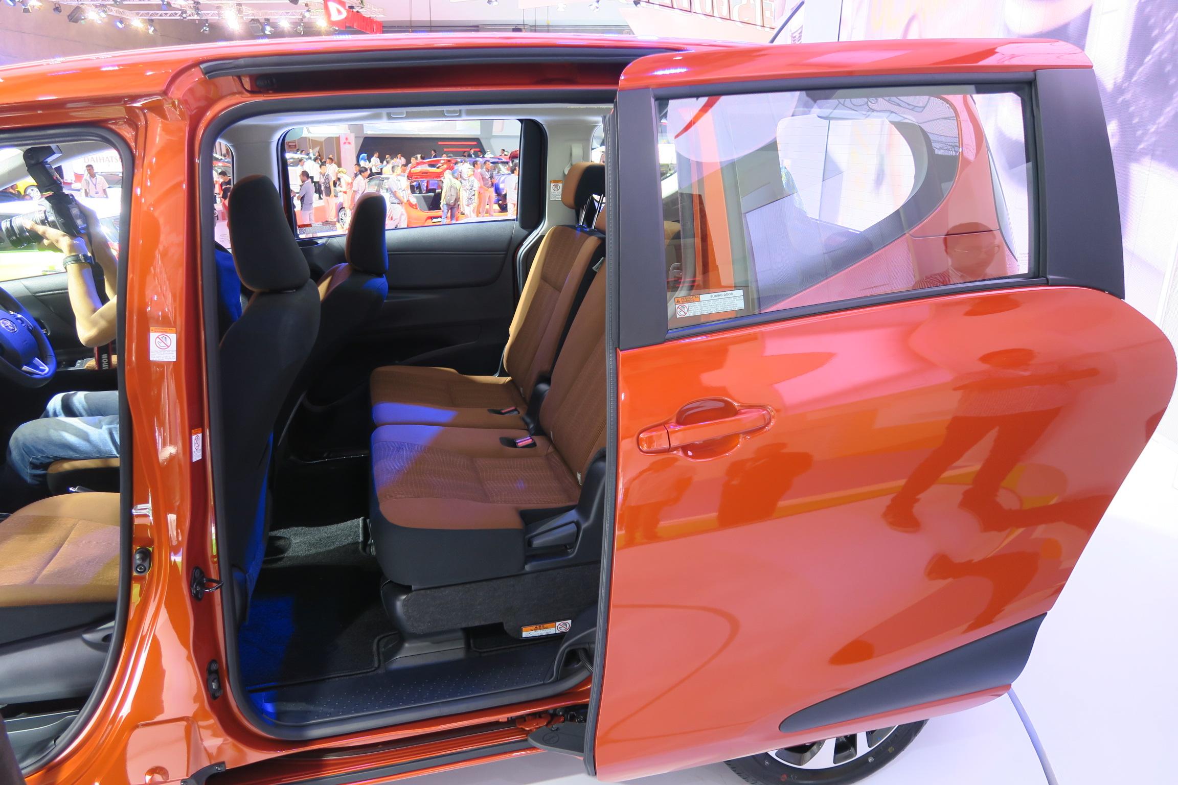 Kursi Tengah Toyota SIenta