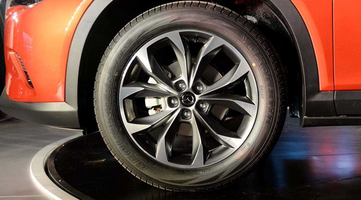 International, Mazda-CX4-2016-alloy-wheel: Begini Tampilan Mazda CX-4, Crossover Mazda Beratap Landai