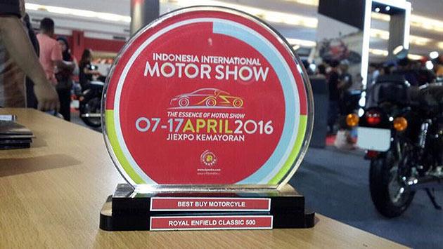 Nasional, Royal Enfield Classic 500 jadi Best Buy Motorcycle di IIMS 2016: Total Transaksi IIMS 2016 Sebesar 2,2 Triliun Rupiah, Bisnis Otomotif Nasional Menggeliat Kembali?