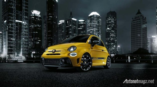 2016-Abarth-595-front-city