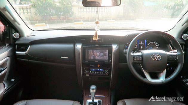 Interior dashboard Toyota All New Fortuner VRZ 2016