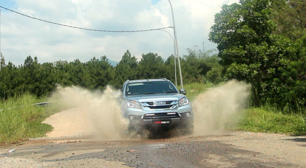 Review-Isuzu-MU-X-Indoneisa-by-AutonetMagz