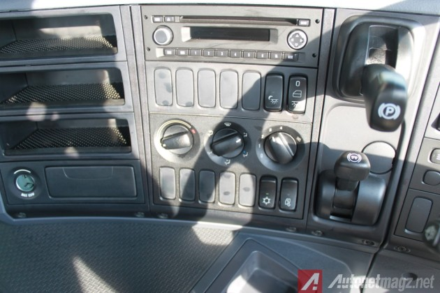 Scania-P460-Console