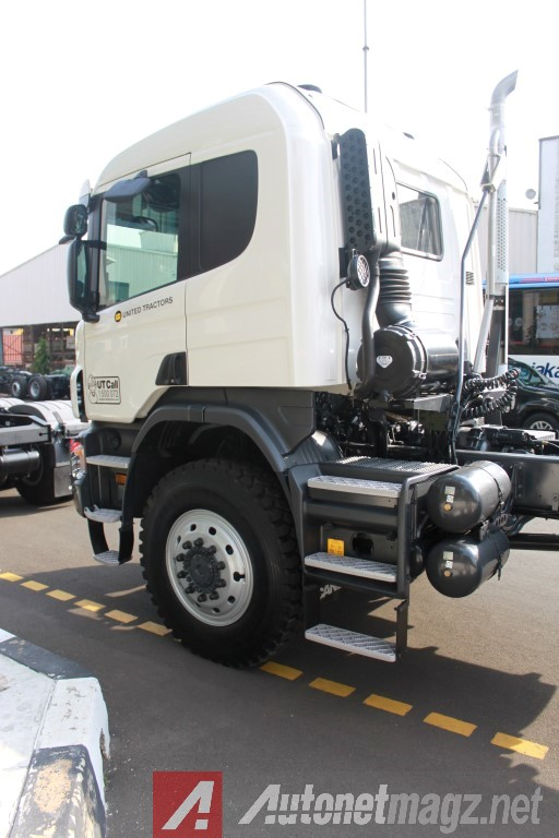Scania-P460-Side-Front