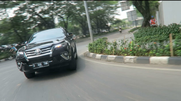 Toyota-Fortuner-BodyRoll-and-Handling