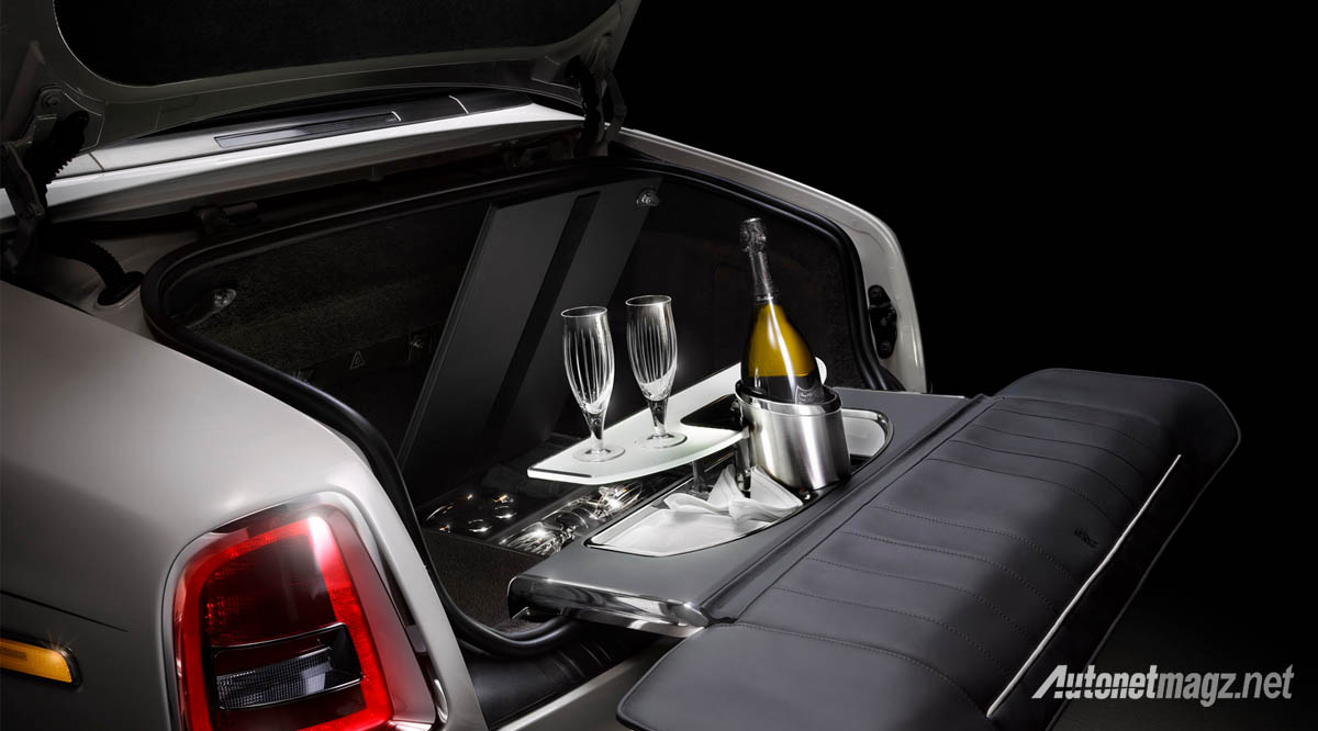 rolls royce phantom zenith collection drinking set