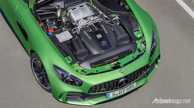 Mercedes-AMG-GT-R-2016-engine