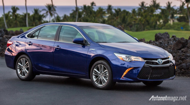 toyota-camry-hybrid-2017-us-spec-front